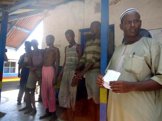 A CID officer with captured Somalis