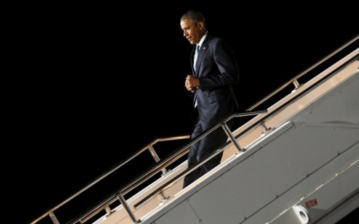 Obama lands to controversy 47925674.cached